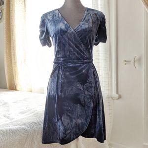 NWOT - Forever21 blue velvet wrap dress